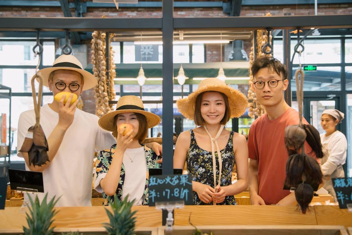 他们在北中国最美的海边, 把优衣库夏日系列穿出了爱的味道