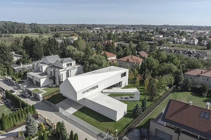 波兰建造了一所可跟随太阳轨迹移动的房子