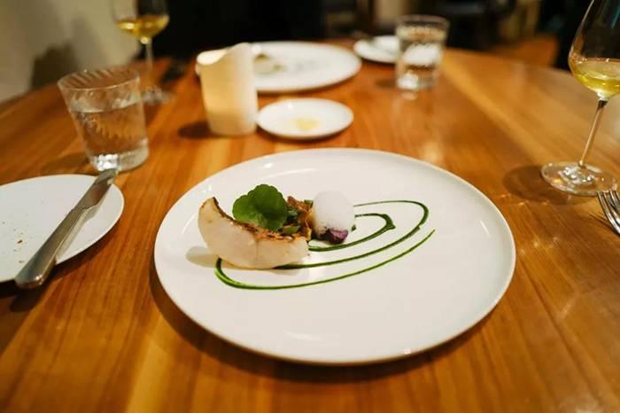 The Clove Club:伦敦一间非常怀旧的餐厅,开放式厨房烹饪美味