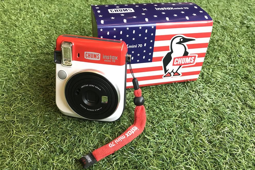 灵感源自美国国旗,富士 x CHUMS推出限定款拍立得相机