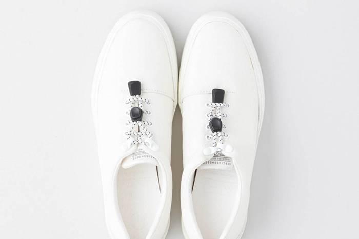 拥有极佳耐候性,这个新奇有趣的联名球鞋系列可作为雨鞋穿着