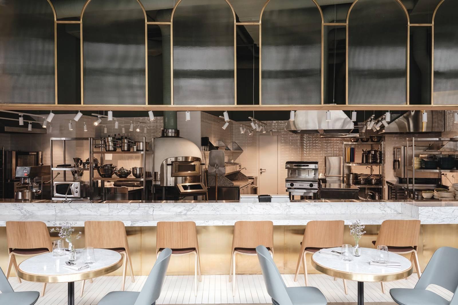 黄铜+天鹅绒,打造复古又优雅的精致餐厅!