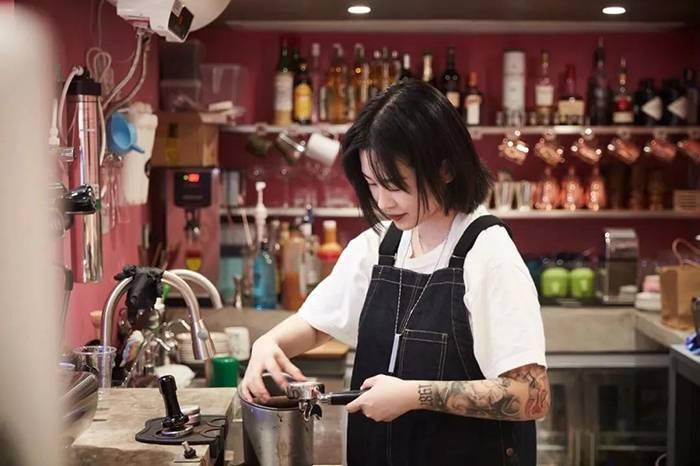 趁着爸妈出国旅游,这位上海女孩偷偷开了家咖啡店