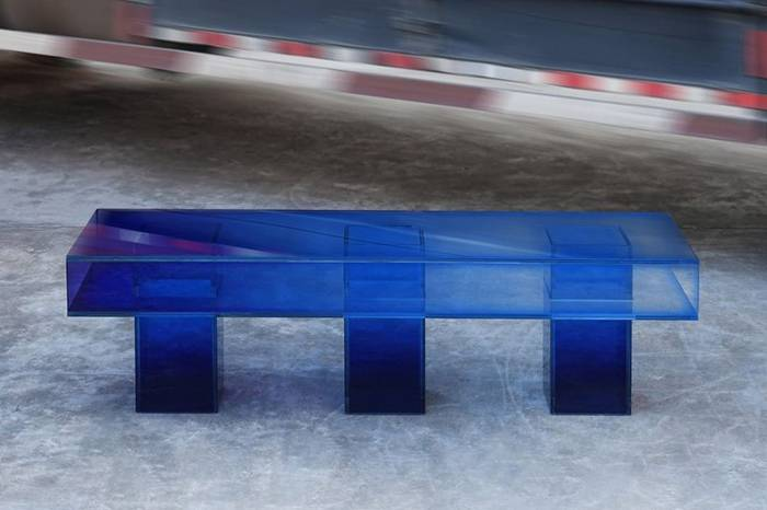 镭射、透明渐变,这个家具品牌玩儿的有点野!