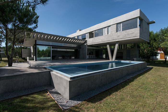来自阿根廷的设计团队用裸露的水泥结构表达空间的优雅