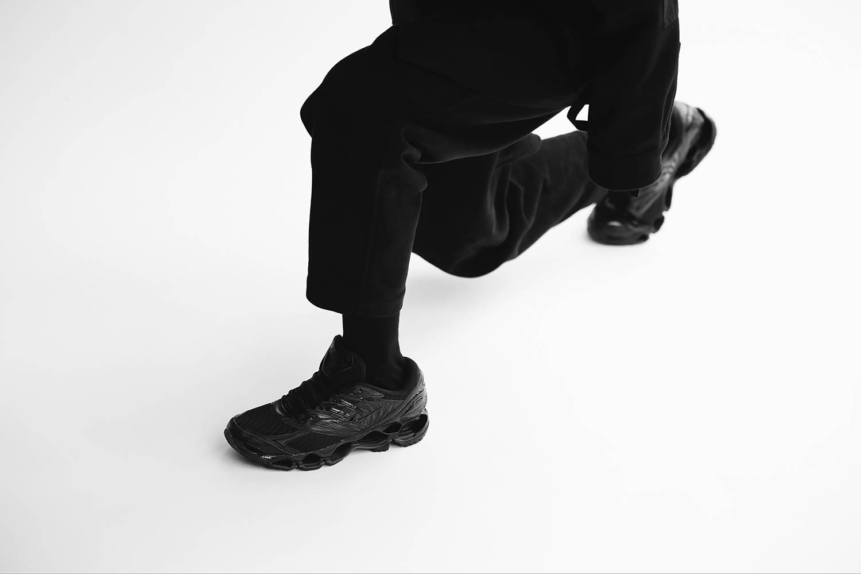 犹如神秘夜行忍者,MIZUNO推出全新跑鞋WAVE PROPHECY 8