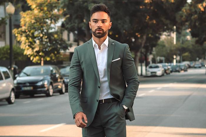 绿色西装怎么搭更讨喜?