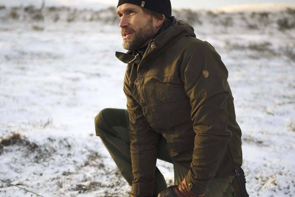 这件北极狐出品的户外专用徒步夹克,搭载多达八只口袋存储空间