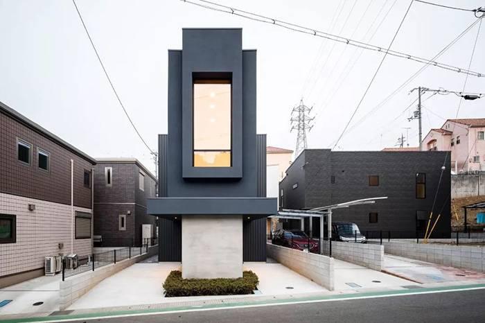 125㎡ 的狭长两层建筑,打造理想中的城中小屋