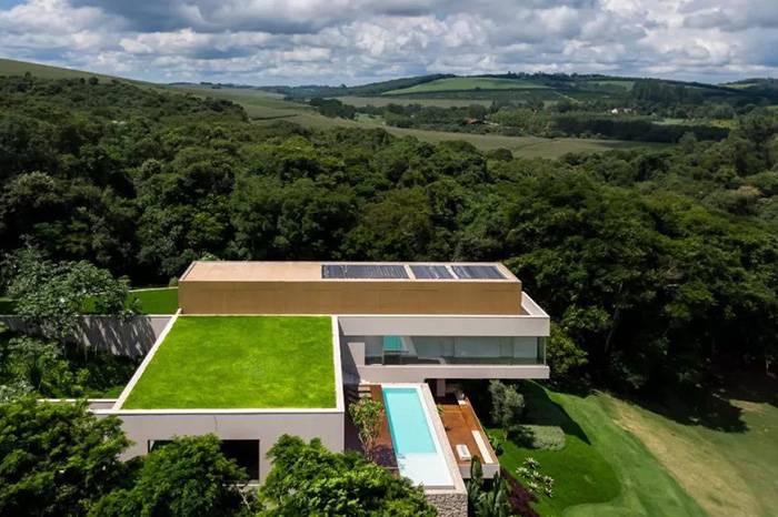 原始森林中的环保别墅,楼顶直接可以打高尔夫