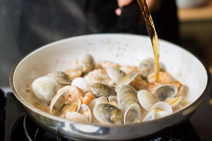 海鲜料理搭配特调鸡尾酒是一种怎样的体验呢?