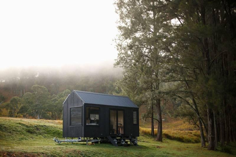 住进这间前卫的现代化小屋,呼吸清新空气,远离城市喧嚣