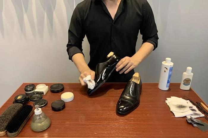 擦鞋比赛冠军先生亲身分享,绅士皮鞋的日常护理知识