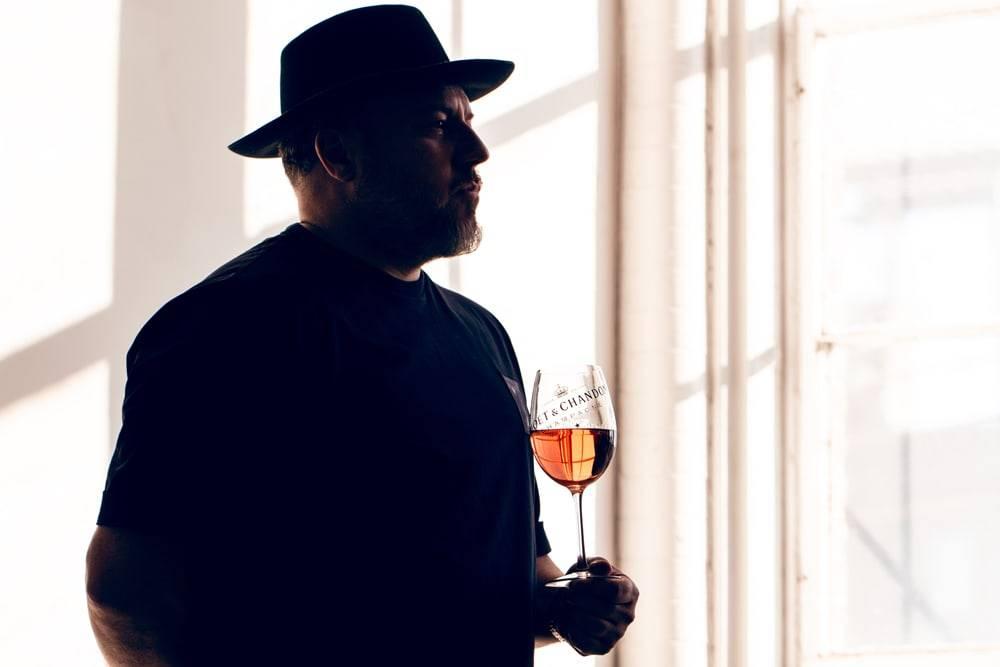 致敬传奇摄影师Jonathan Mannion,Moët & Chandon限量玫瑰金香槟