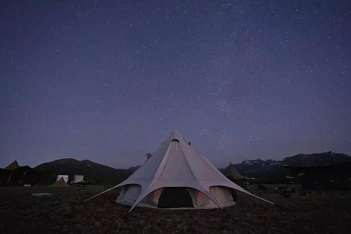 我去山里露了一次营,如果没带威士忌,基本上就是个废物