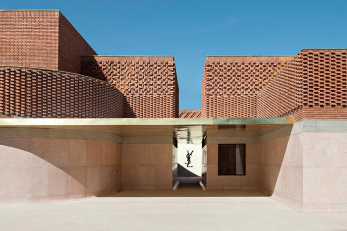 "YSL 博物馆 | 用陶土、红砖、摩洛哥石料建造的""高定时装"""
