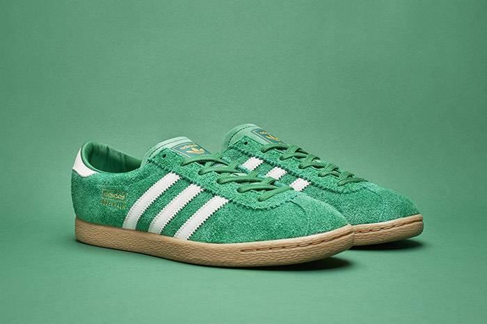 "Sneakersnstuff x adidas 联合推出一双""绿油油""的复古小板鞋"