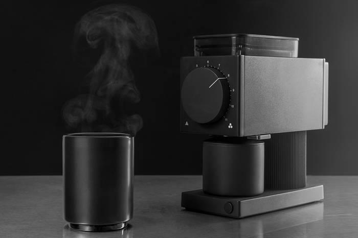 极简风格的家用咖啡机,男生一定会喜欢的纯黑造型!