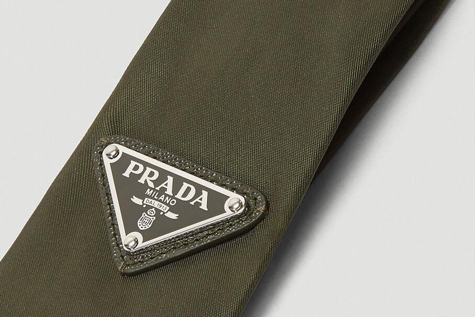 有趣的正式风格,PRADA推出经典Triangle-Logo Gabardine Tie新色