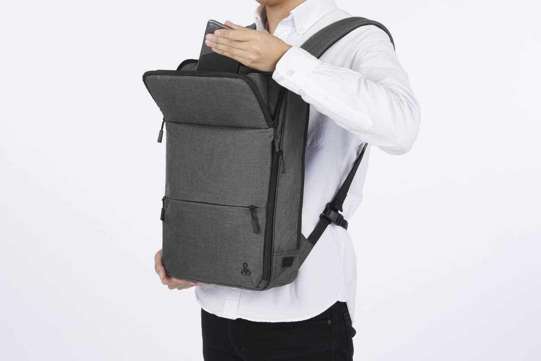 ace. x SOPH.打造了一款背包,能实现你解放双手看视频的愿望