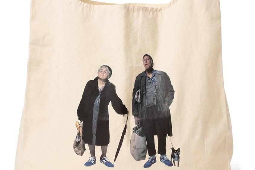 大地色调和复古印花,BEAMS联手四大品牌推出新季包袋阵容