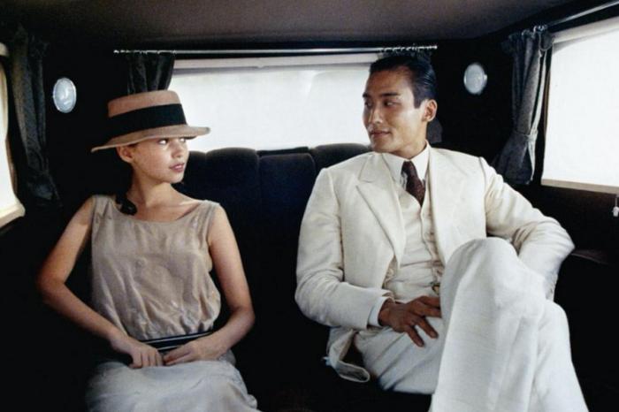 当梁家辉穿起了白色高级定制西装,化身为杜拉斯的中国优雅《情人》