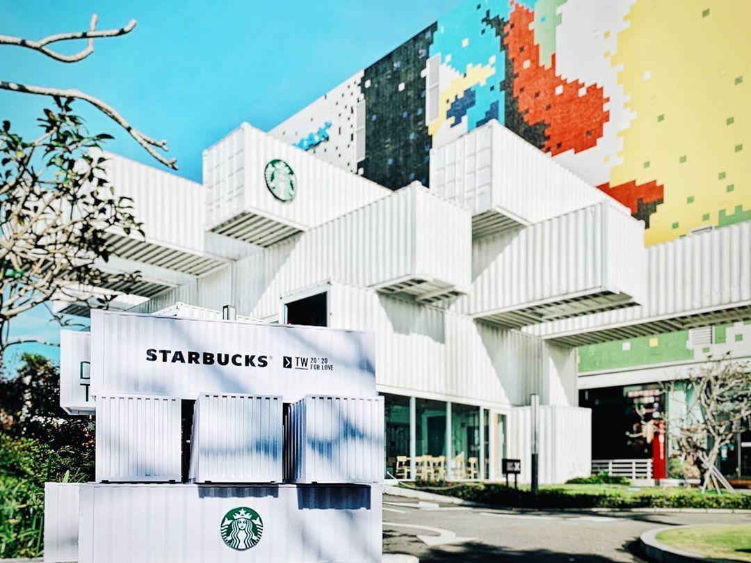 中国台湾星巴克花莲洄澜门市打造周年「咖啡卷心酥集装箱礼盒」