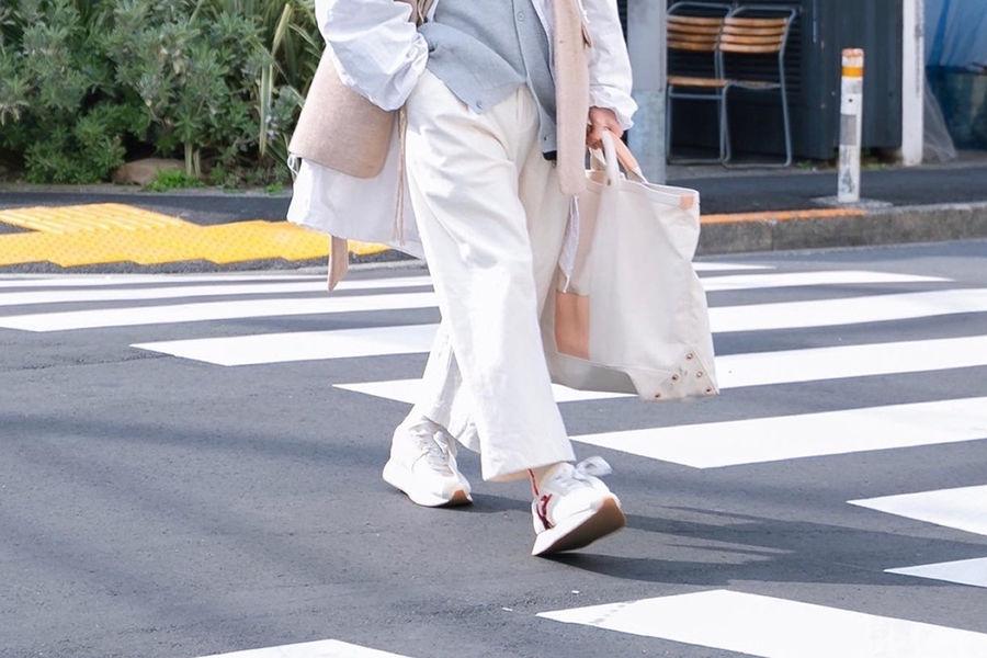 来看看白裤子到底可以驾驭出多少种不同风格的造型?
