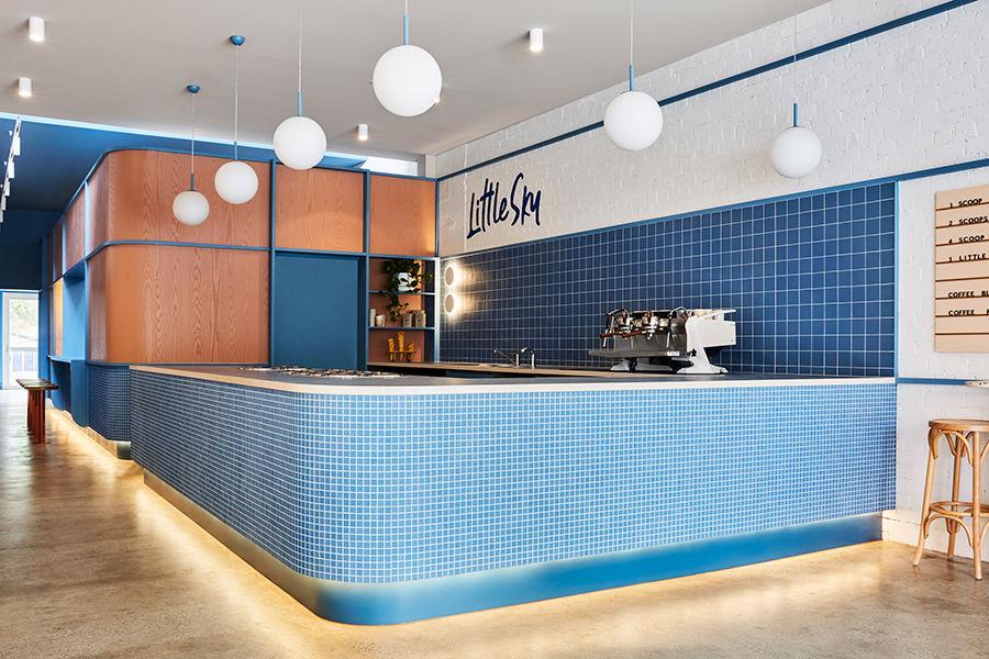 墨尔本的这间冰淇淋店由老建筑改造 别有一番艺术风格