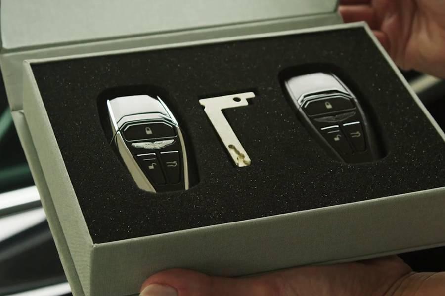 阿斯顿·马丁的车钥匙原来有这么多隐藏功能?