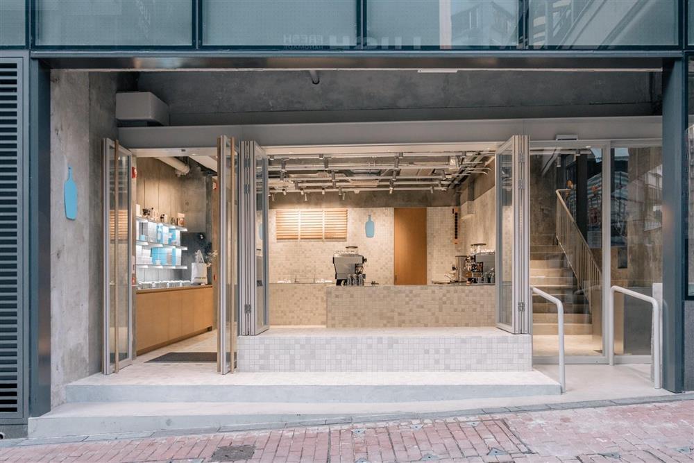 蓝瓶咖啡在中国香港开设首家店铺,店内设计具有当地特色