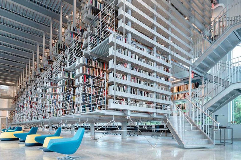 纽约康奈尔大学Mui Ho图书馆翻新改造,悬空书架非常震撼