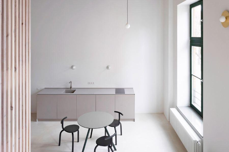 印刷厂改造而成的短租公寓,极简风格呼应仓库主题