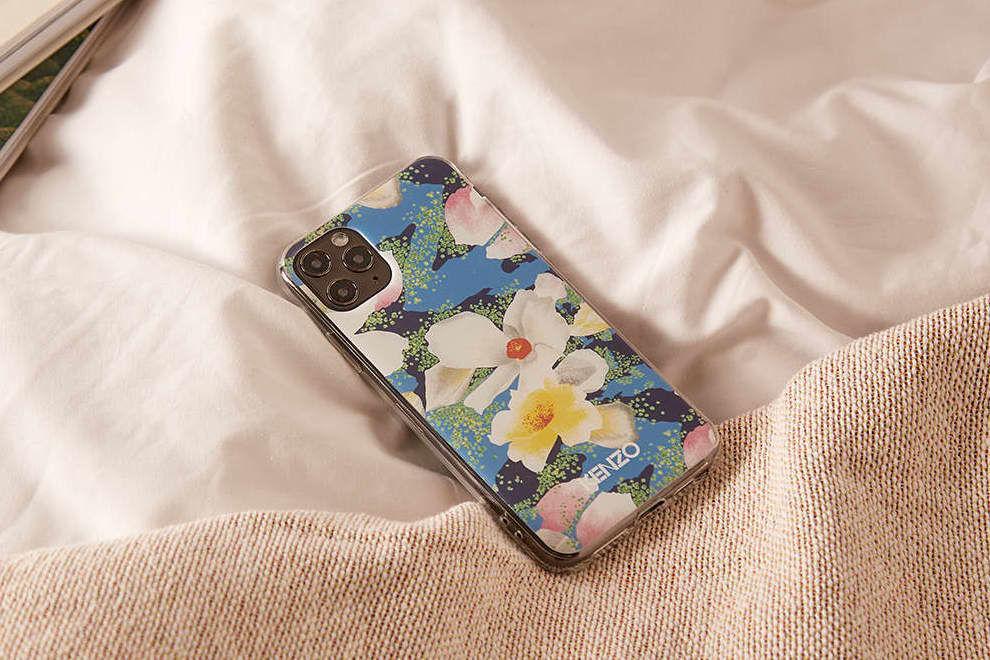 成为点亮造型的关键,KENZO x Vans推出花卉风手机壳