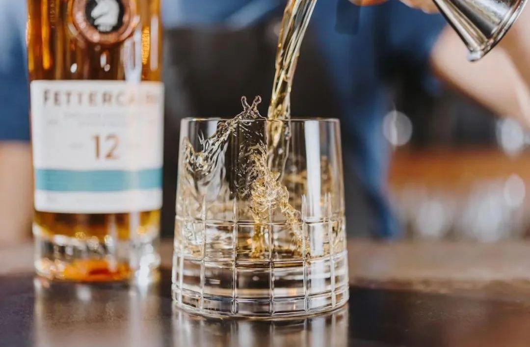 """永远不要小看一款""""不知名""""的酒,因为它有可能比你喝过的其他威士忌都更老练"""