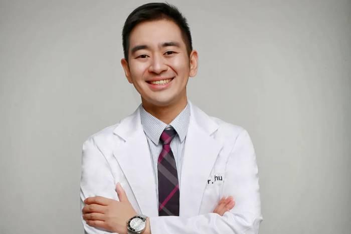 太格玩家|舒智威:喜欢开跑车健身撸猫的医生,他帮3000多人设计过微笑