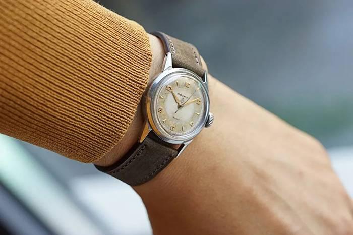 一枚气质古典的 Movado Sam 腕表